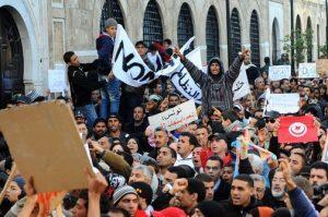 tunis-u-prosvjedima-protiv-vlade-vise-od-100-poginulih-504x335-20110104-20110124104055-e59447baa7a35f1d7fee9500b7c384bd